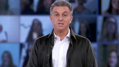 Luciano Huck no palco do Domingão