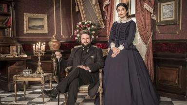 Selton Mello e Letícia Sabatella caracterizados em seus personagens na novela Nos Tempos do Imperador
