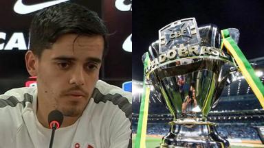 Jogador Fagner e taça da Copa do Brasil