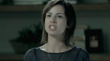 Clara com expressão de raiva