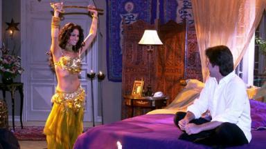 Cena de O Clone com Jade dançando para Lucas