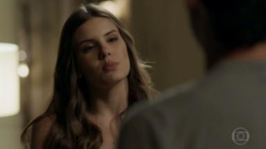 Luiza de bico durante briga com Eric