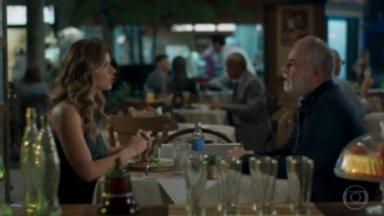 Maria Pia e Timóteo durante jantar