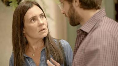 Adriana Esteves e Chay Suede atuando em Amor de Mãe
