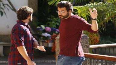 Lúcio e Rodrigo se estranham na rua
