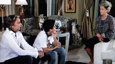 Cena de Ti Ti Ti com Jacques Leclair falando com a mãe