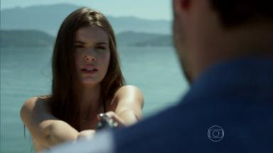 Camila Queiroz como Angel em Verdades Secretas