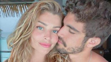 Grazi Massafera e Caio Castro posam em clima romântico