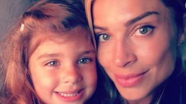 A atriz mostrou o carinho da filha nas redes sociais