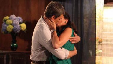 René e Griselda se beijando