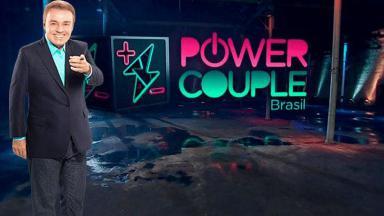 Gugu Liberato com o logo do Power Couple Brasil