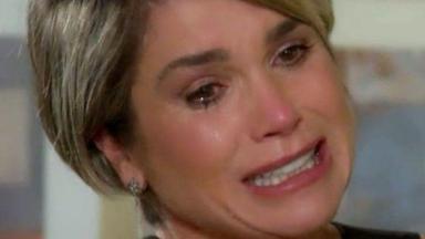 Helena chorando, desesperada