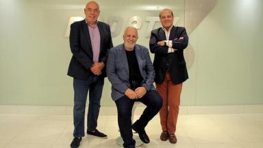 Homero Salles ao lado de Amílcare Dallevo e Marcelo de Carvalho, donos da RedeTV!