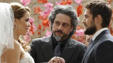Leandra Leal, Alexandre Nero e Rafael Cardoso em cena da novela Império, em reprise na Globo