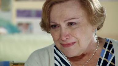 Nicette Bruno em cena da novela A Vida da Gente, em reprise na Globo