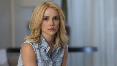 Débora Falabella em cena da novela A Força do Querer, em reprise na Globo
