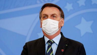 Bolsonaro usando máscara em evento