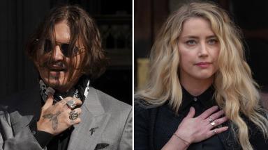 Johnny Depp e Amber Heard com a mão no peito