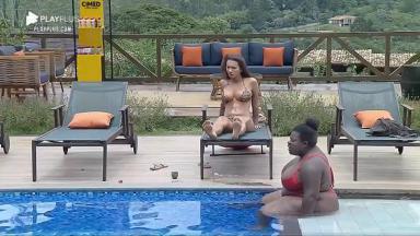 Jojo e Stéfani na piscina
