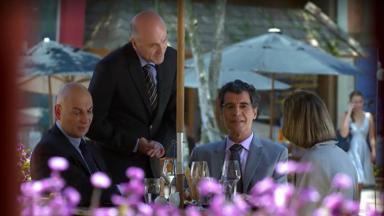 Jonas se reunindo para almoçar com nova secretária