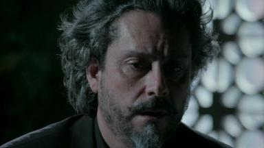 José Alfredo cabisbaixo, desolado
