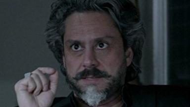 José Alfredo com olhar de ódio