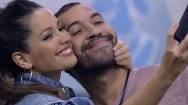 Juliette e Gil do Vigor tiram selfie no BBB21