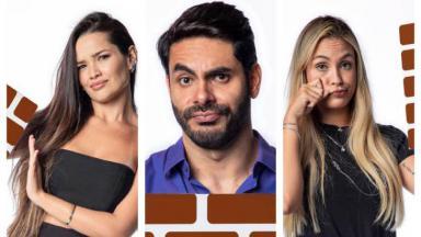 """Na ordem estão Juliette, Rodolffo e Sarah com semblante triste e placa de """"paredão"""" nas mãos"""