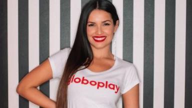 Juliette com camiseta do Globoplay