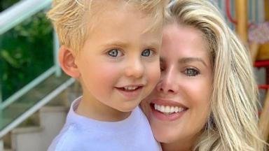 Karina Bacchi e o filho Enrico