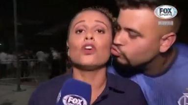 Torcedor tenta beijar Karine Alves