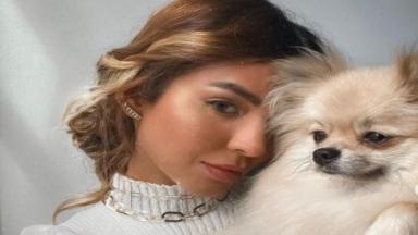Kerline posa com cachorro