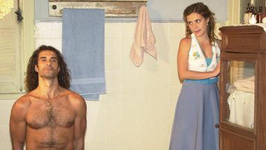 Lola (Adriana Esteves) e Dark Esteban (Marcos Pasquim) em cena de Kubanacan
