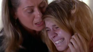 Vera Fischer e Carolina Dieckmann em cena da novela Laços de Família, em reprise na Globo