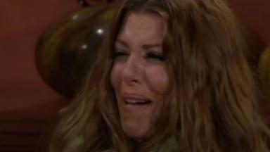 Leandra chora em Triunfo do Amor
