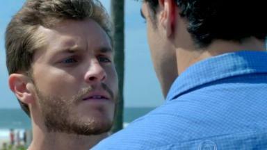 Leo encarando Enrico