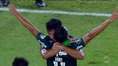 Jogadores do Palmeiras comemorando gol contra o River Plate