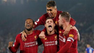 Jogadores do Liverpool comemorando gol