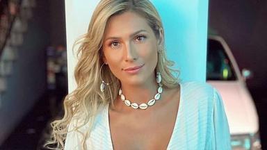 Lívia Andrade posada para foto