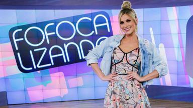 Lívia Andrade no cenário do extinto Fofocalizando