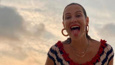 Luana Piovani mostrando a língua