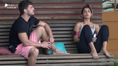 Lucas Viana e Hariany Almeida durante o reality show A Fazenda 2019