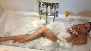 Luciana Gimenez na banheira