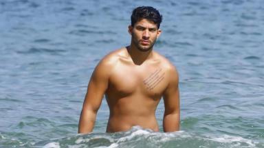 Luis Mattos saindo do mar
