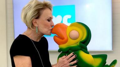 Ana Maria Braga e Louro José se beijando