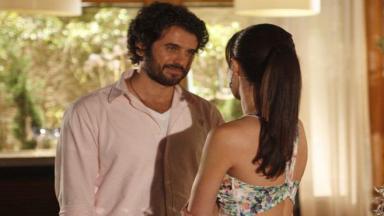 Gabriel e Manu conversam cheios de intimidade