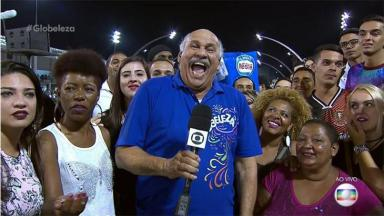 Márcio Canuto durante transmissão do Carnaval na Globo