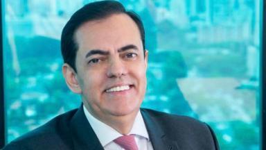 Marcos Tolentino sorrindo