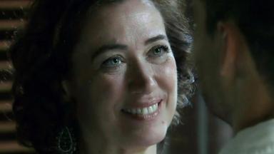 Maria Marta sorrindo em Império toda abobada