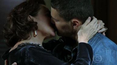 Maria Marta e Maurílio aos beijos